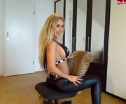 Webcam Spandex Leggings Model does a great tease